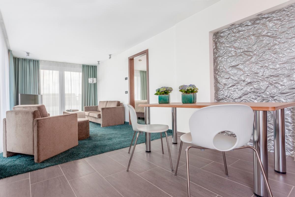 zimmerpreise hotel schelf. Black Bedroom Furniture Sets. Home Design Ideas